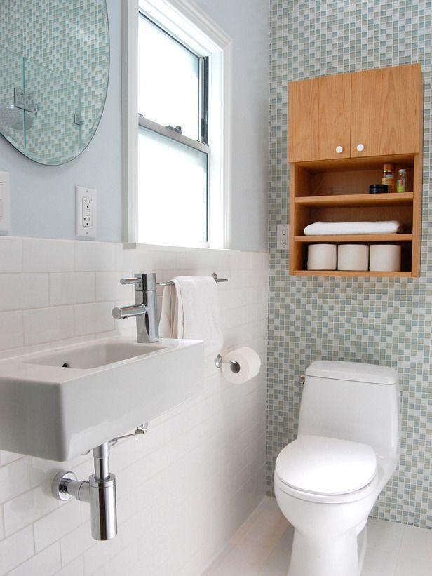 "Foto: Reprodução / <a href=""http://photos.hgtv.com/photo/traditional-white-bathroom-with-glass-tile-accent-wall"" target=""_blank"">Hgtv</a>"