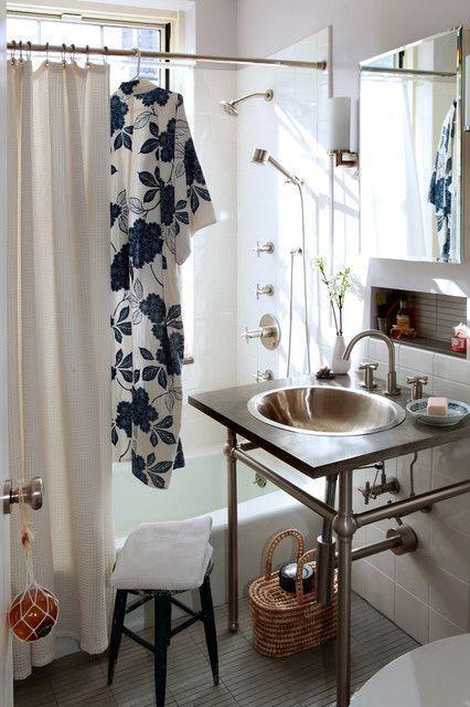 """Foto: Reprodução / <a href=""""http://www.houzz.com/photos/1036442/Village-Apartment-NYC-eclectic-bathroom-new-york"""" target=""""_blank"""">Houzz</a>"""