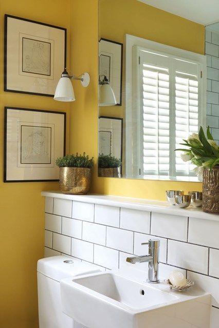 "Foto: Reprodução / <a href=""http://www.houseandgarden.co.uk/interiors/small-bathroom-design-ideas/small-washstand-with-storage-rail"" target=""_blank""> House and Garden </a>"