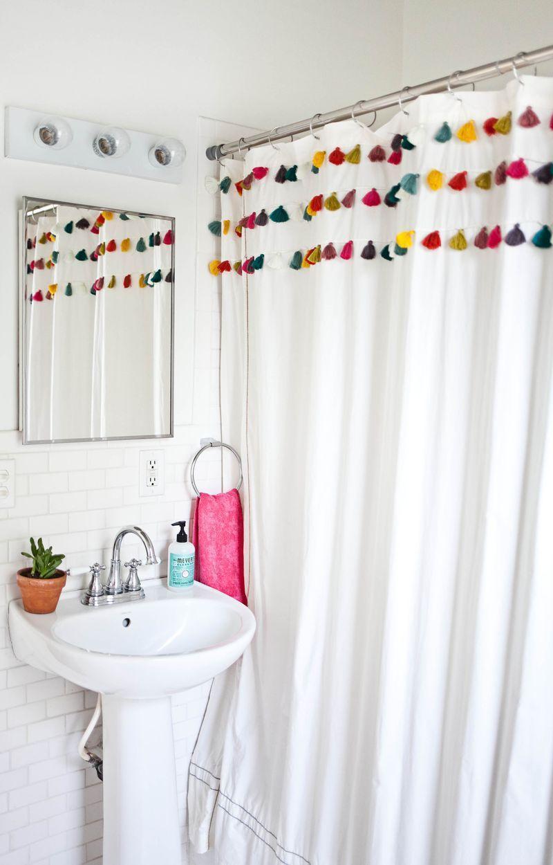"Foto: Reprodução / <a href=""http://www.abeautifulmess.com/2014/09/studio-bathroom-tour-before-after.html"" target=""_blank"">A beautiful mess</a>"