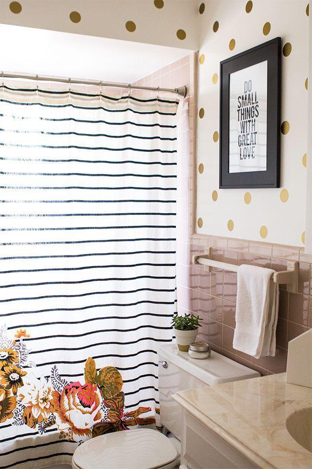 """Foto: Reprodução / <a href=""""http://sarahhearts.com/2014-03-04/guest-bathroom/"""" target=""""_blank"""">Sarah hearts</a>"""