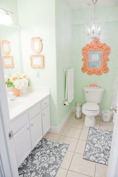 "Foto: Reprodução / <a href=""http://lookieloophotography.blogspot.com.br/2013/02/girls-mint-coral-bathroom.html?m=1"" target=""_blank"">Lookieloo Photography</a>"