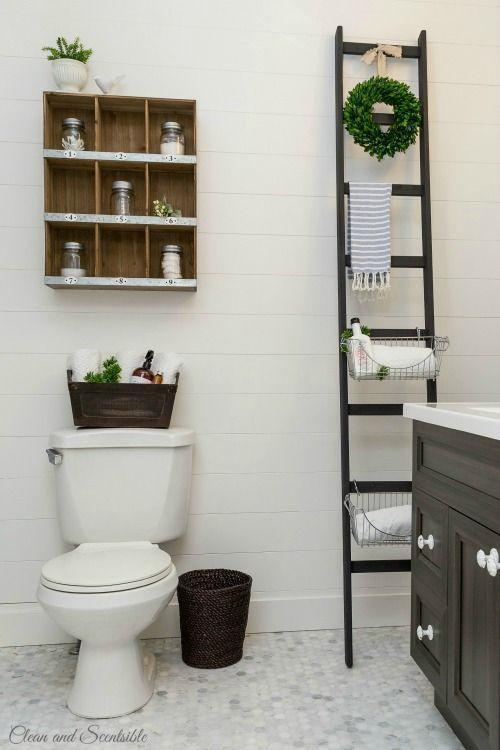 """Foto: Reprodução / <a href=""""http://www.cleanandscentsible.com/2015/04/bathroom-remodel.html"""" target=""""_blank"""">Clean and Scentsible</a>"""
