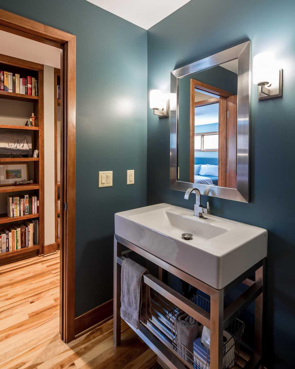 Banheiros pequenos: truques para otimizar espaços e decorar com  #A46227 1024 1280