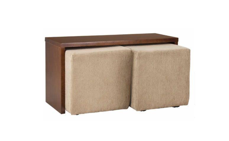"""Mesa auxiliar com 2 puffs por R$ 749,00 na <a href=""""https://www.meumoveldemadeira.com.br/moveis/mesas/mesas-de-centro/mesa-auxiliar-com-2-puffs-duo-castanho"""" target=""""_blank"""">Meu móvel de madeira</a>"""