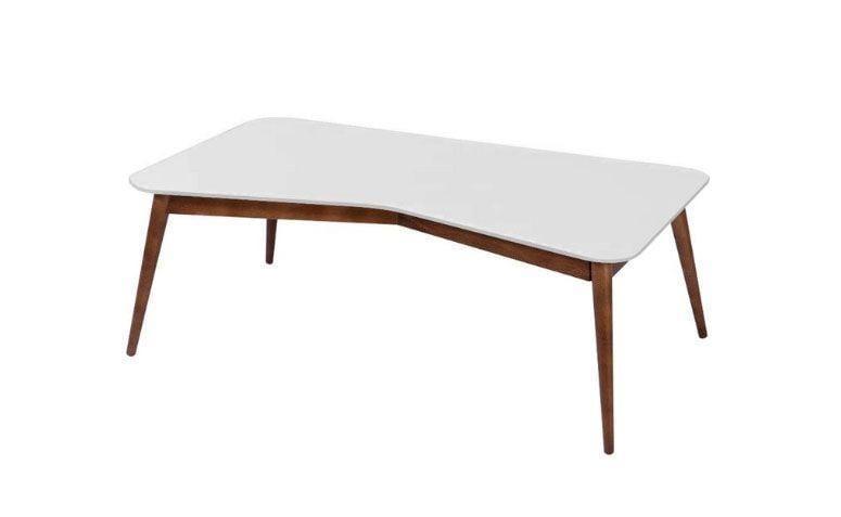 """Mesa de centro """"M"""" por R$ 483,78 na <a href=""""http://www.lojaskd.com.br/mesa-de-centro-qmq-em-madeira-macica-branco-cacau-maxima-74404.html"""" target=""""_blank"""">Lojas KD </a>"""
