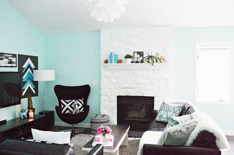 "Foto: Reprodução / <a href=""http://www.abeautifulmess.com/2014/05/lauras-living-room-before-after.html"" target=""_blank""> A beautiful mess </a>"