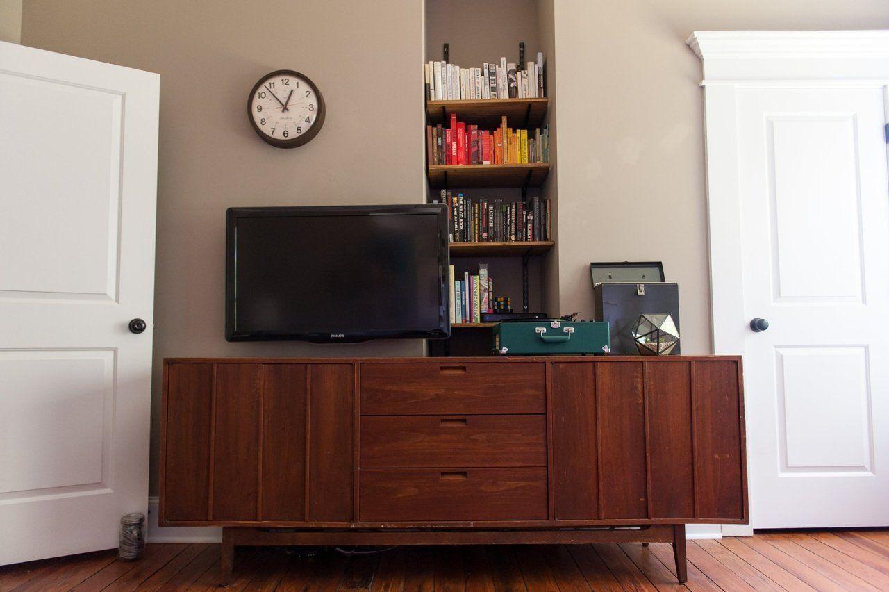 "Foto: Reprodução / <a href=""http://www.apartmenttherapy.com/james-shannas-mid-mod-durham-nc-bungalow-219574#"" target=""_blank""> Apartment Therapy </a>"
