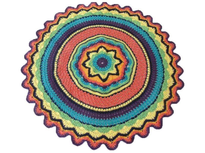 "Tapete de barbante redondo multicolorido por R$ 83,00 na <a href=""http://www.euquefaco.com.br/produto/tapete-redondo-multicolorido-10775"" target=""_blank"">Eu que faço</a>"