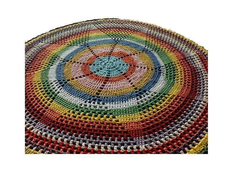 "Tapete de barbante colorido por R$ 2520,00 na <a href=""http://www.juxtapost.com/site/permlink/ac660500-04f9-11e3-9726-6bed99c3e979/post/tapete_feito_de_croch_com_barbante_colorido_lindo_r_25000/"" target=""_blank"">Justapox</a>"