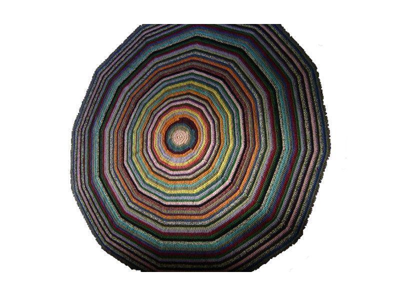 "Tapete de barbante colorido por R$ 220,00 na <a href=""http://www.elo7.com.br/tapete-de-croche-barbante-colorido/dp/3957B"" target=""_blank"">Elo 7</a>"