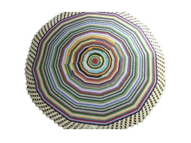 "Tapete de barbante colorido - Preço sob consulta na <a href=""http://www.elo7.com.br/tapete-psicodelico-de-crochet-barbante/dp/3B136#"" target=""_blank"">Elo 7</a>"