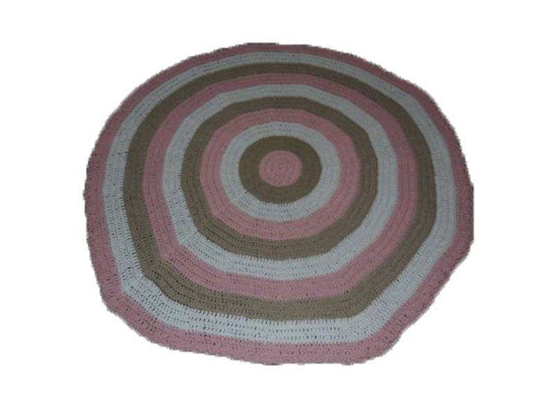 """Tapete de barbante colorido por R$ 100,00 na <a href=""""http://www.euquefaco.com.br/produto/tapete-quarto-infantil-7232"""" target=""""_blank"""">Eu que faço</a>"""
