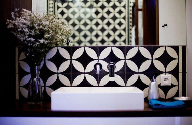 """Foto: Reprodução / <a href=""""http://www.notreloft.com/15663-idees-deco-carreaux-ciment/salle-de-bains-deco-carreaux-de-ciment/"""" target=""""_blank"""">Notre Loft</a>"""