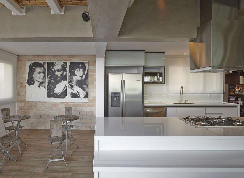 """Foto: Reprodução / <a href=""""https://www.vivadecora.com.br/foto/13086/apartamento-campo-belo-cozinha""""target=""""_blank"""">Viviane Dinamarco</a>"""