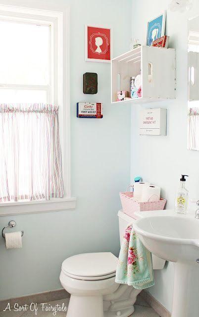 "Foto: Reprodução / <a href=""http://asortoffairytalegirl.blogspot.com.br/2012/03/first-aid-for-my-bathroom-makeover-for.html "" target=""_blank"">A sort of fairytale</a>"