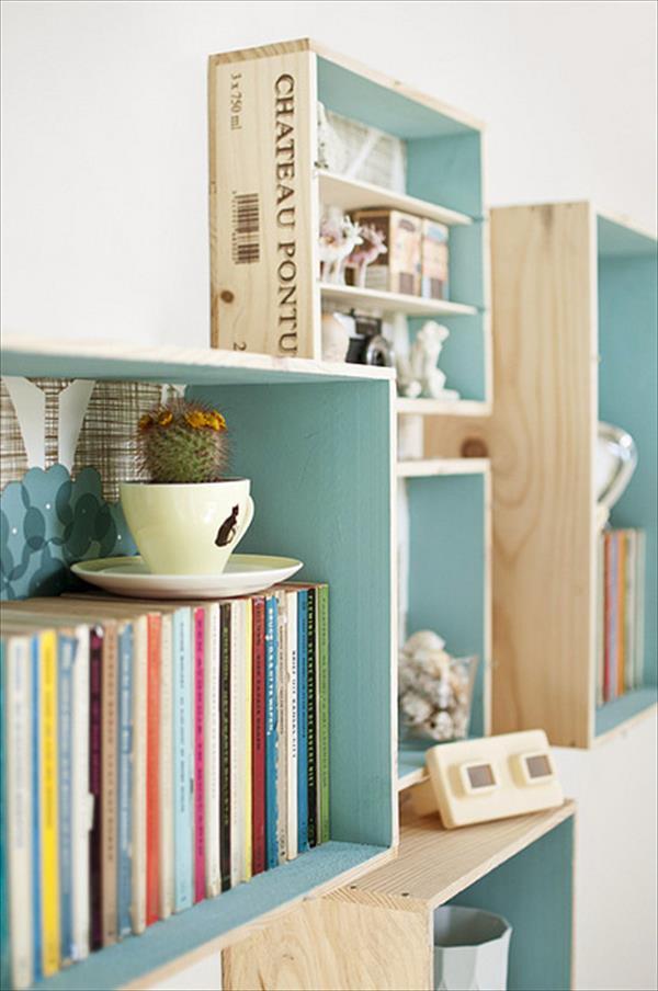 "Foto: Reprodução / <a href="" http://palletfurniturediy.com/diy-projects/14-diy-wooden-crate-furniture-design-ideas/ "" target=""_blank"">Pallet furniture diy</a>"