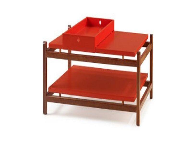 """Mesa de Centro Uno por R$979,97 na <a href=""""http://www.sunhouse.com.br/mesa-de-centro-uno-acabamento-cacau-laca-vermelho---27117/p"""" target=""""blank_"""">Sun House</a>"""