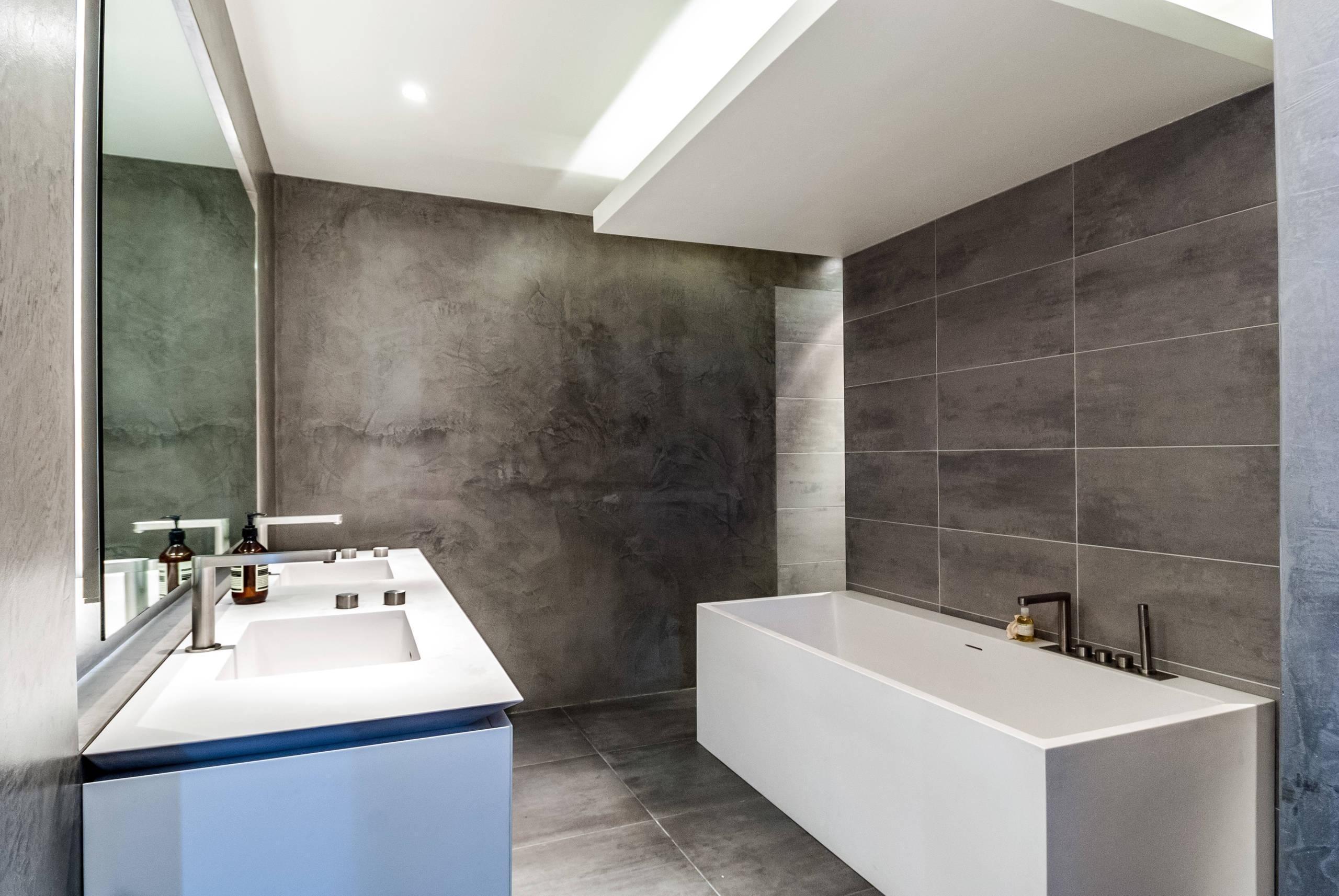Sanca de gesso: 69 modelos para deixar sua casa sofisticada #3F608C 2560x1714 Banheiro Com Gesso