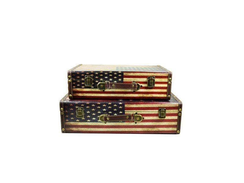 """Maleta Estados Unidos por R$126,95 na <a href=""""http://www.comercialgomes.com.br/jogo-maleta-decorativa-bandeira-eua--2-pecas-2092.htm"""" target=""""blank_"""">Comercial Gomes</a>"""