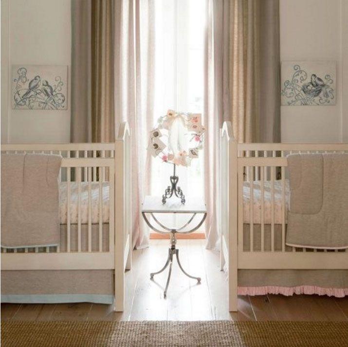 "Foto: Reprodução / <a href="" http://www.babybedding.com/light-pink-linen-crib-bedding""target=""_blank"">Carousel Designs</a>"