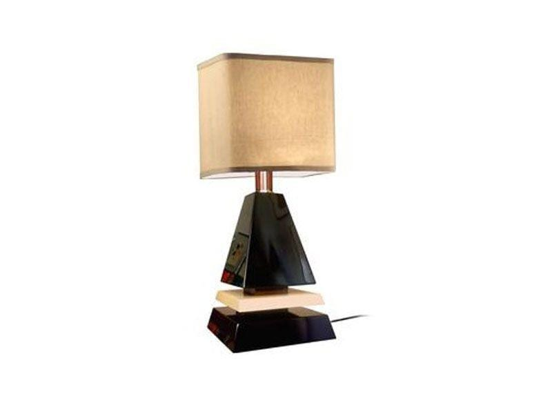"""Abajur Pyramid 70s por R$460 na <a href=""""http://www.tanlup.com/product/1079821/pyramid-70s"""" target=""""blank_"""">Tanlup</a>"""