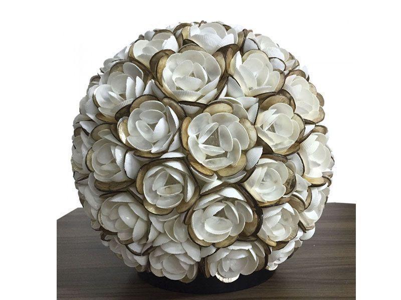 """Luminária Flor de Conchas por R$901,70 na <a href=""""https://dekoreja.com.br/759-luminaria-flor-de-conchas"""" target=""""blank_"""">Dekore Já</a>"""