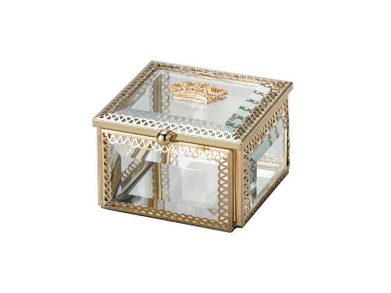 """Porta-joias dourado por R$93,90 na <a href=""""http://www.casajoy.com.br/decoracao/organizadores/porta-joias-quadrado-dourado-de-vidro-crown-8x8x5cm?"""" target=""""blank_"""">Casa Joy</a>"""
