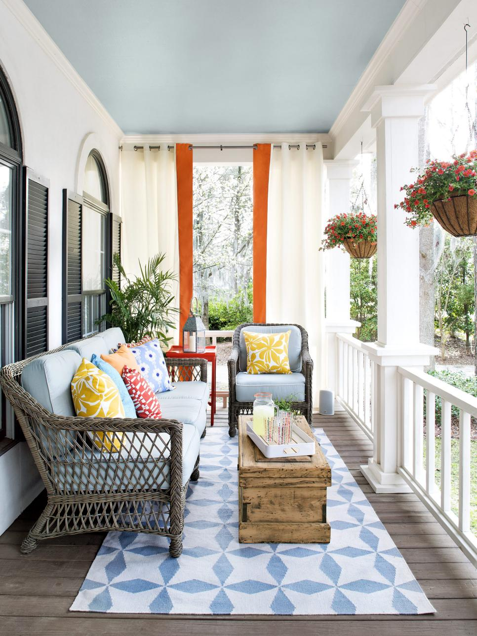 "Foto: Reprodução / <a href=""http://www.hgtv.com/design/outdoor-design/outdoor-spaces/22-things-to-put-on-a-porch-pictures?soc=hgtvcom27159146"" target=""_blank"">Hgtv</a>"