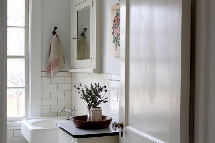 "Foto: Reprodução / <a href=""http://www.homesongblog.com/clean-simple/simple-ways-to-warm-up-your-white-home/ "" target=""_blank"">Home song blog</a>"