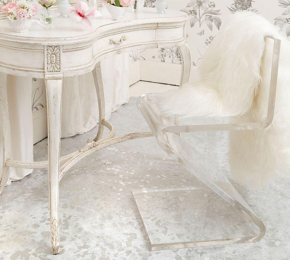 """Foto: Reprodução / <a href=""""http://www.frenchbedroomcompany.co.uk/z-chair-clear-solid-acrylic"""" target=""""_blank"""">French bedroom company</a>"""
