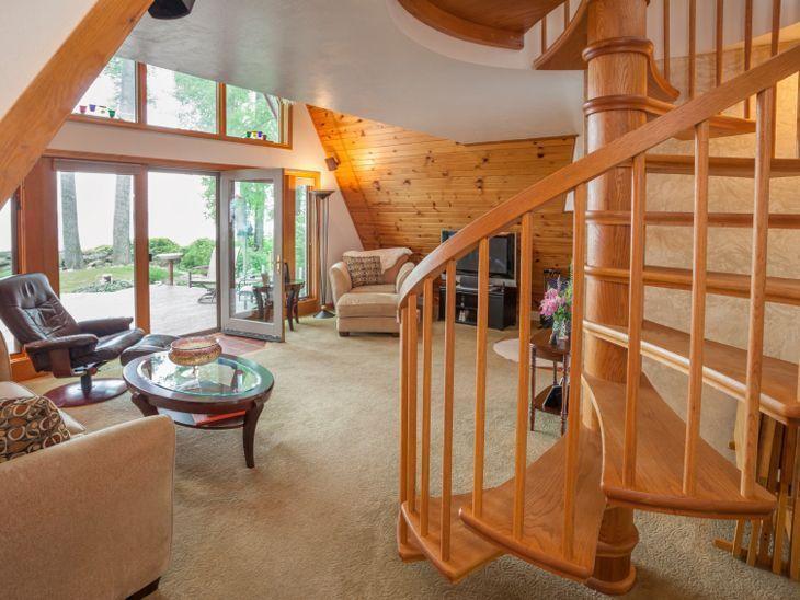 Escadas caracol: charme e funcionalidade em um só elemento