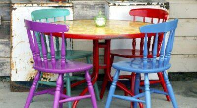 Como misturar cadeiras de diferentes modelos e inovar na mesa de jantar