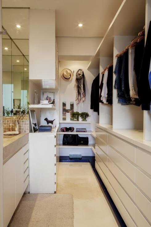 85 projetos de closet impecáveis para organizar suas roupas -> Closet Pequeno Com Banheiro