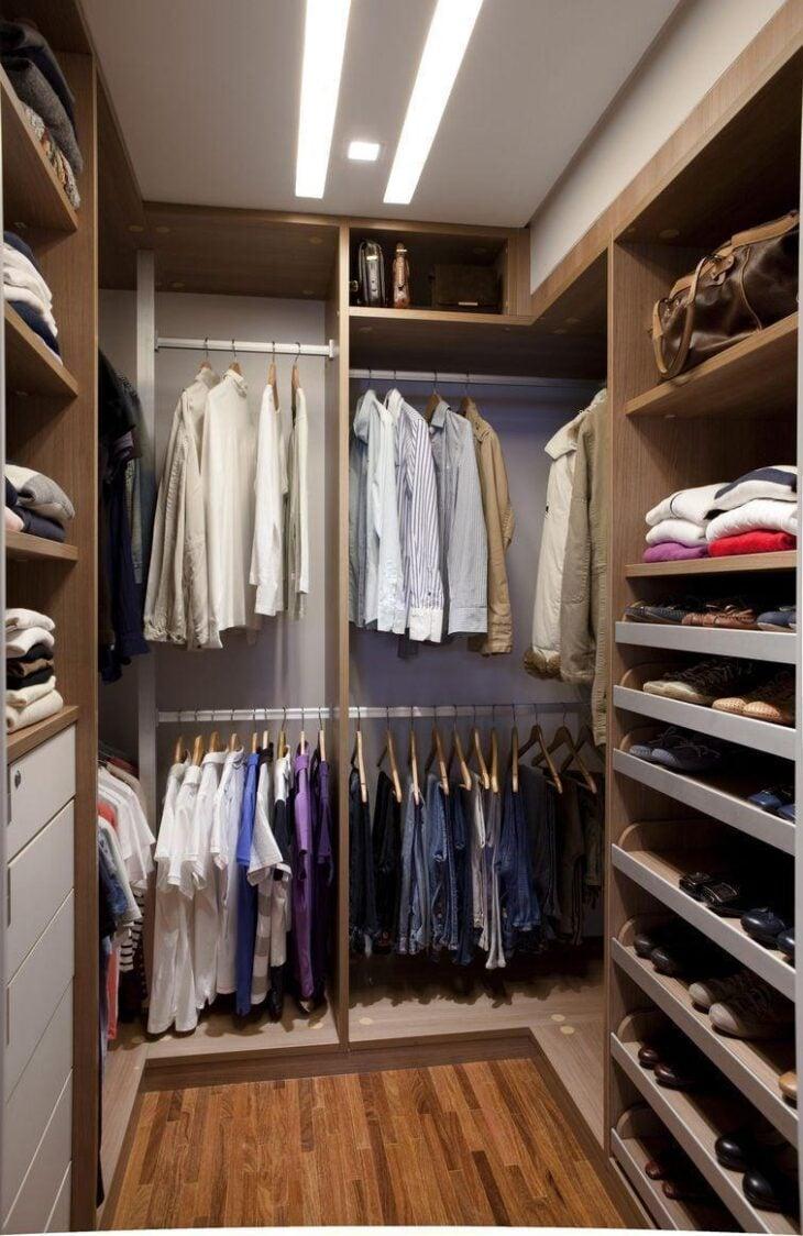 85 projetos de closet impec veis para organizar suas roupas for Modelos de walk in closet