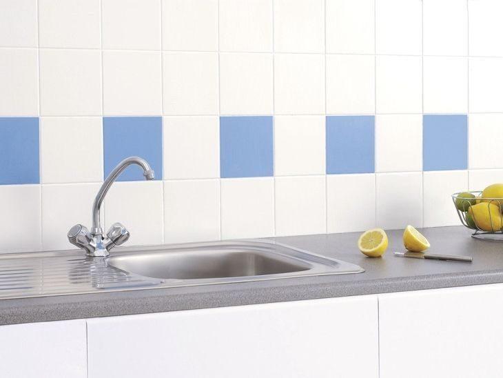 Como pintar azulejos de banheiros e cozinhas para renovar for Pintura azulejos cocina leroy merlin