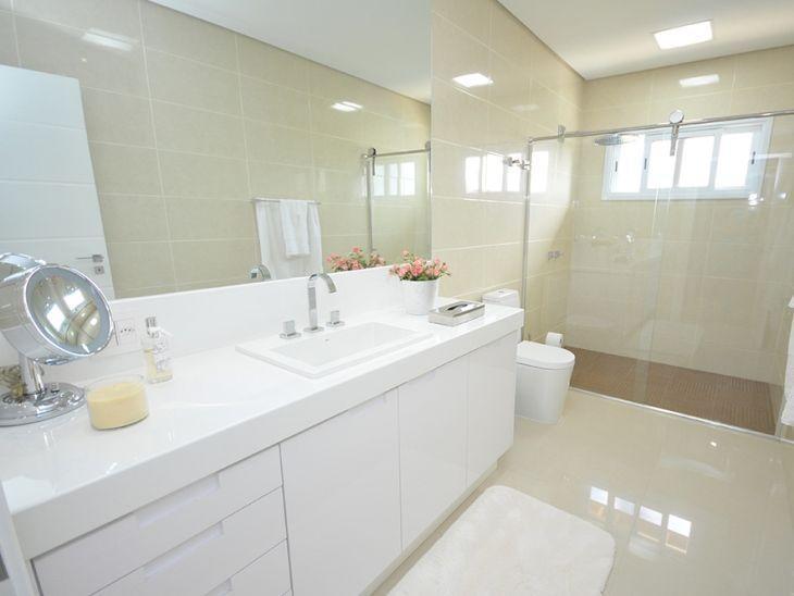 #474355 Banheiro branco 80 ideias de decoração possíveis de ter em casa 730x548 px Banheiro Simples Todo Branco 2018 3801