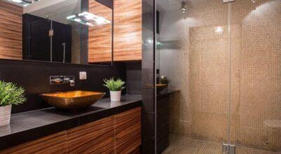50 espelhos para banheiros que realçam a decoração do ambiente