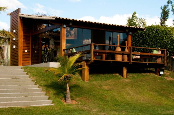 Fachadas de casas pequenas e modernas 100 fotos lindas e - Vigas de madera baratas ...
