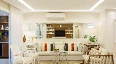 Apartamento com decoração moderna e toques clássicos para um casal de meia idade