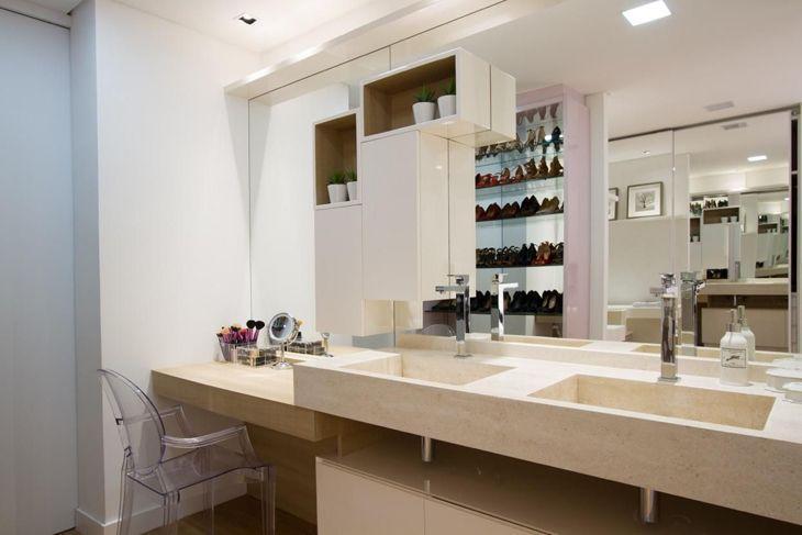 Cadeira de acrílico charme e modernidade para sua casa (fotos e dicas) # Banheiro Feminino Luxo