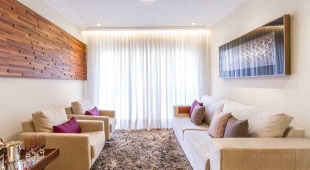 Você vai adorar a decoração com tons neutros desse apartamento