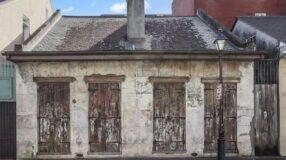 Essa casa parece abandonada, mas o interior vai te deixar de boca aberta