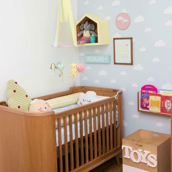 quarto de bebê simples marrom