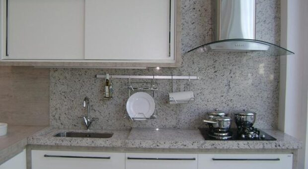 Toda a beleza e sofisticação do granito branco para o seu lar