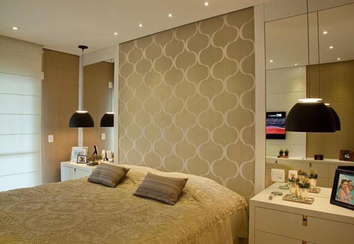 70 quartos de casal com papel de parede para te inspirar a for Dormitorio anos 70