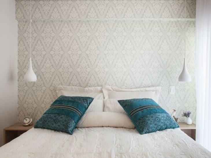 70 quartos de casal com papel de parede para te inspirar a for Mobilia anos 60