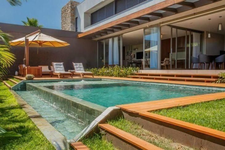 Rea de lazer com piscina 85 ideias para voc se inspirar for Modelos de piscinas con tobogan