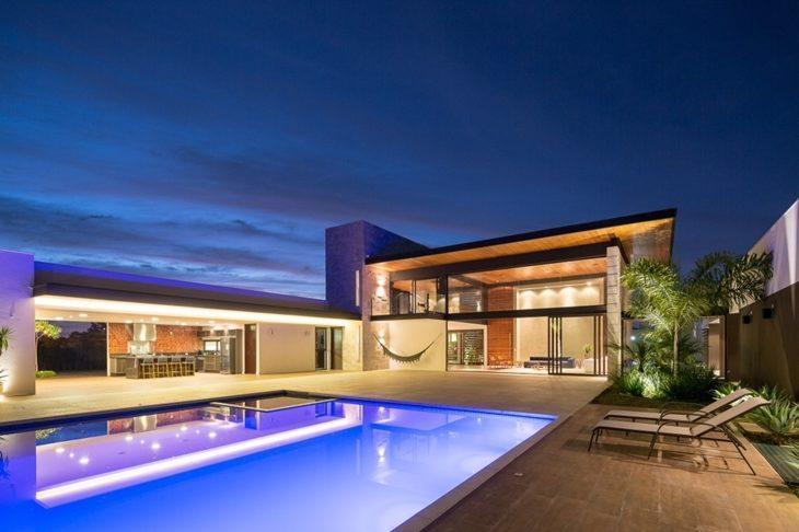Rea de lazer com piscina 85 ideias para voc se inspirar for Iluminacao na piscina e perigoso