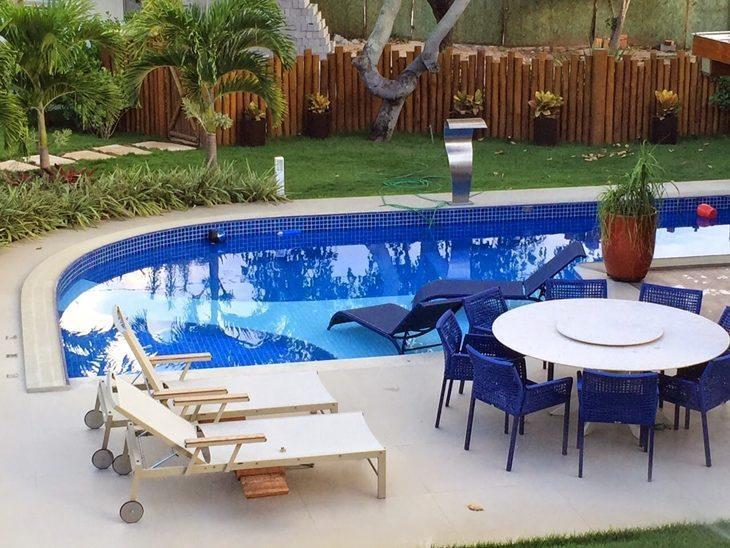 Mobiliario piscina excellent piscina grande en casa with for Mobiliario piscina